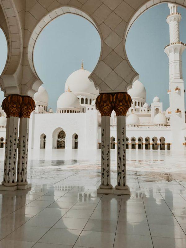 hallway of Sheik Zayed Mosque